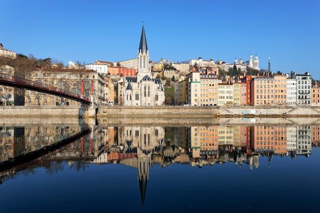 Poziomy widok lyonu i rzeki saony we francji