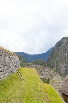 Pozostałości archeologiczne machu picchu położone w górach cusco. peru