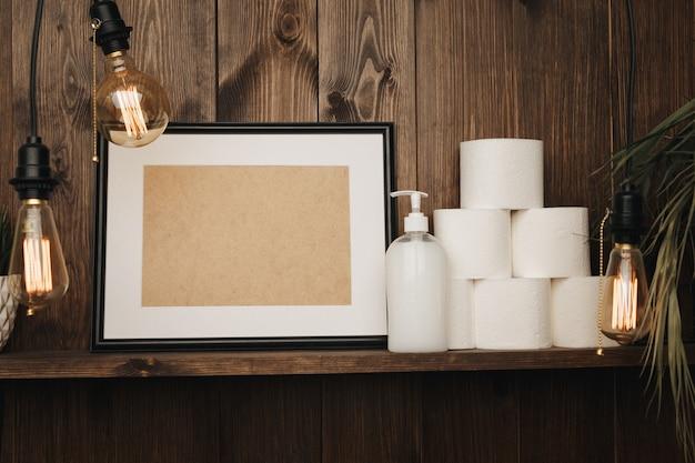 Pozostań w domu i zabezpiecz papier w czasie kwarantanny. papier i mydło.