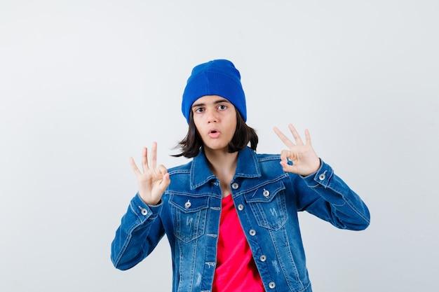 Pozuje ekspresyjna nastolatka