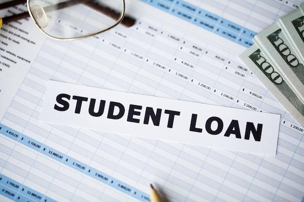 Pożyczka studencka napisana na białej karcie