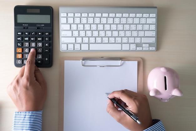 Pozytywna emerytura szczęście oszczędzanie pieniędzy na emeryturę finansową