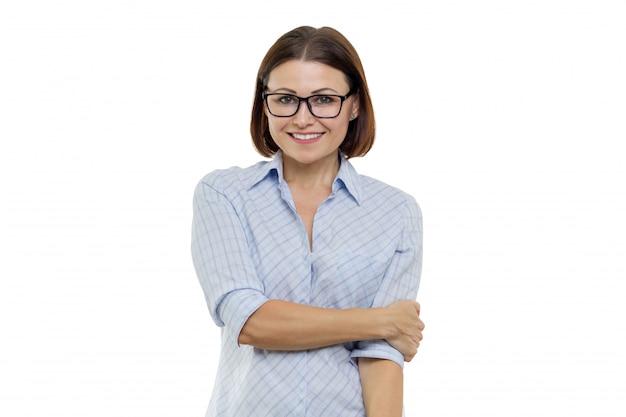 Pozytywna kobieta w średnim wieku
