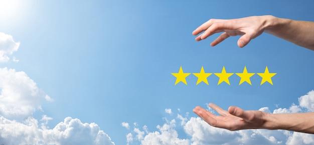 Pozytywna ocena, ikona pięciogwiazdkowego symbolu, aby zwiększyć ocenę koncepcji firmy.klient