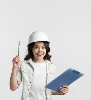 Pozytywny młodej dziewczyny mienia schowek