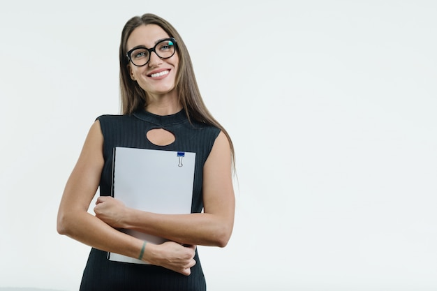Pozytywny uśmiechnięty bizneswoman