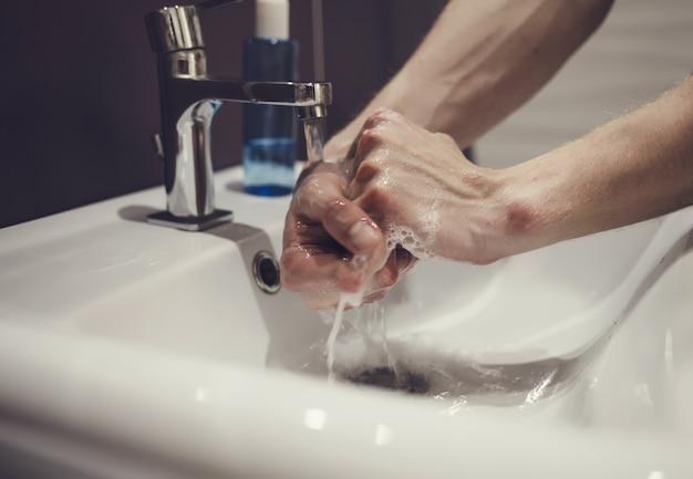 Prać ręcznie mydłem