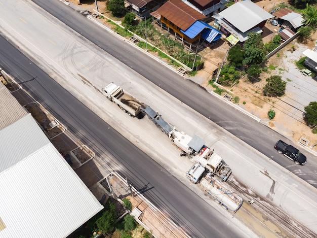 Praca operatora szlifowania asfaltu
