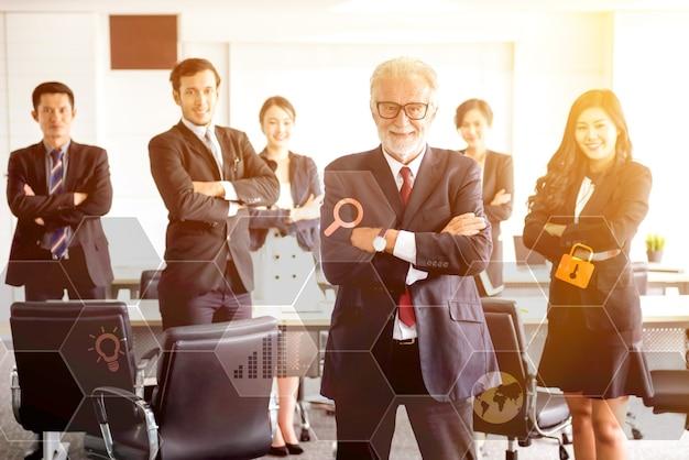 Praca zespołowa i koncepcja sukcesu w biznesie. technologia i innowacja dla fintech.