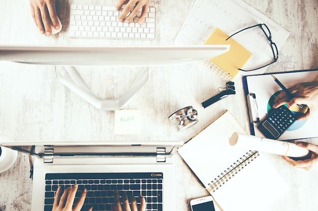 Praca zespołowa przy komputerze