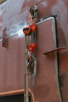Prace remontowe w suchym doku