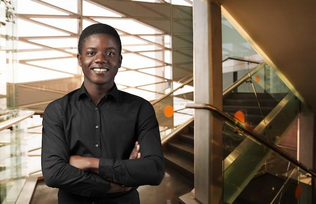 Pracowniany portret amerykanina afrykańskiego pochodzenia mężczyzna