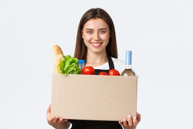 Pracownicy, dostawa i zamówienia online, koncepcja sklepów spożywczych.