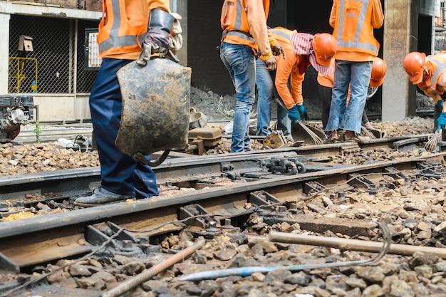 Pracownicy kolejowi pracujący dla restauracji