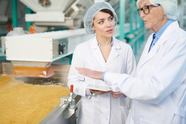 Pracownicy nadzorujący produkcję żywności