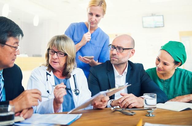 Pracownicy służby zdrowia po spotkaniu
