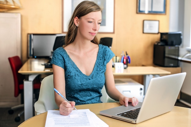 Pracownik biurowy kobieta