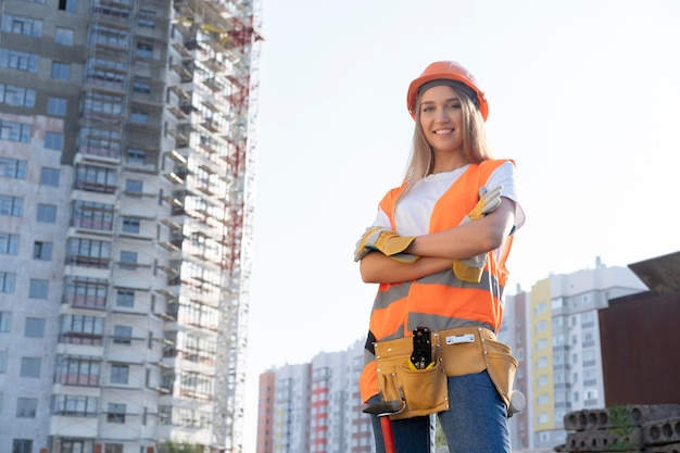 Pracownik budowlany i budowlany na budowie