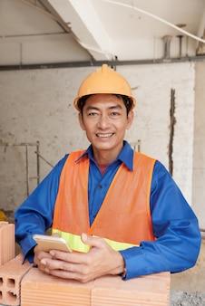 Pracownik budowlany sms-y