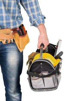 Pracownik budowlany, stolarz z paskiem narzędziowym i skrzynką na narzędzia