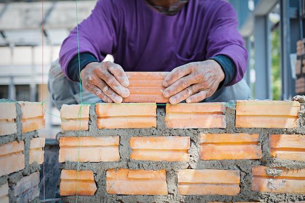 Pracownik murarza