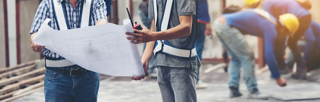 Pracownika budowniczego brygadiera inżynierii zawód pracuje z budową