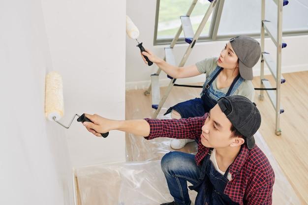 Pracujący malarze ścienni