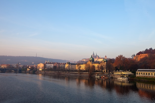 Praga z wełtawy. republika czeska