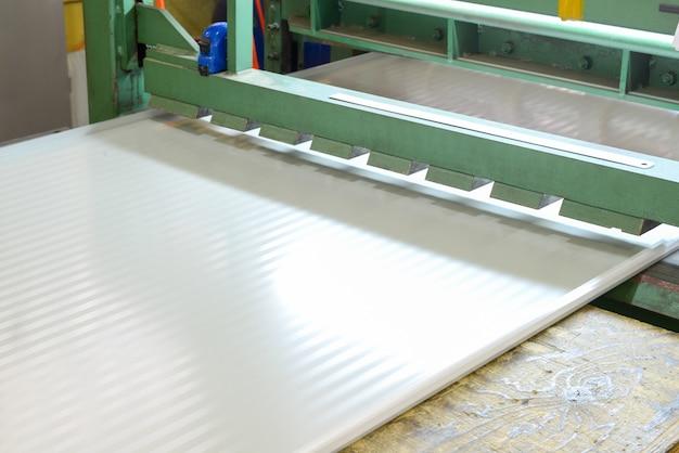 Prasa rolkowa. zakład do produkcji płyt warstwowych ze styropianu