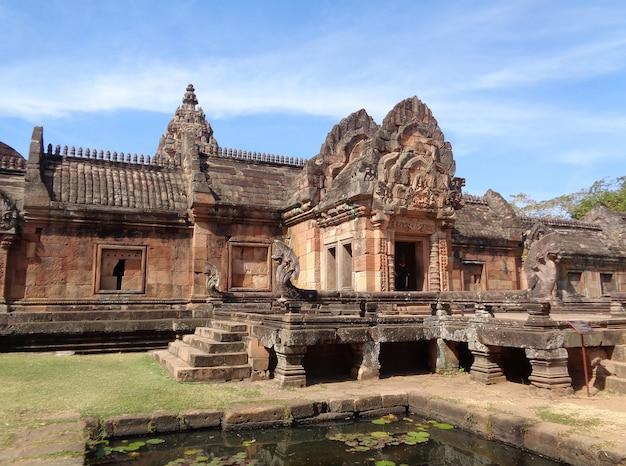Prasat hin phanom szczebel, imponująca starożytna świątynia khmer w buriram prowincji tajlandii