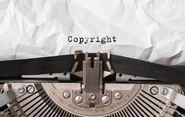 Prawa autorskie tekstu wpisanego na maszynie do pisania w stylu retro