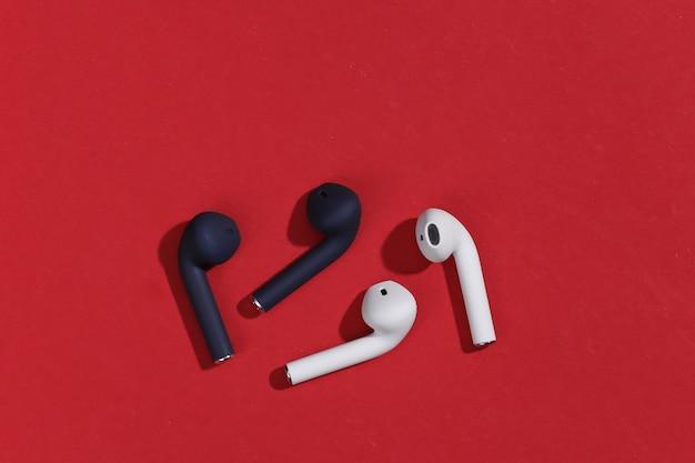 Prawdziwe bezprzewodowe słuchawki bluetooth lub wkładki douszne z