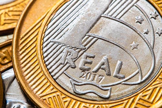 Prawdziwe brl pieniądze z brazylijskiej brazylijskiej monety z bliska