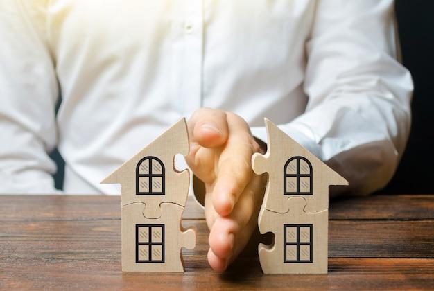 Prawnik dzieli dom lub nieruchomość między właścicielami.