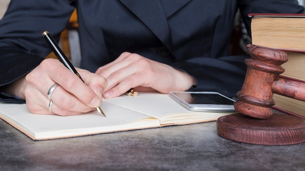 Prawnik pracujący z bliska