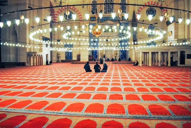 Prawosławni pielgrzymi odwiedzili meczet aya sophia w boże narodzenie.