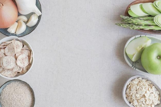 Prebiotyczne pokarmy dla zdrowia jelit, zdrowa wegańska żywność na bazie roślin