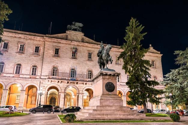 Prefektura perugia i pomnik wiktora emanuela ii w umbrii, włochy