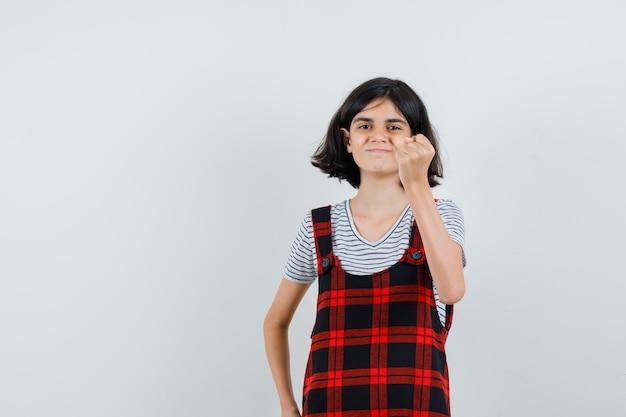Preteen dziewczyna w koszulce