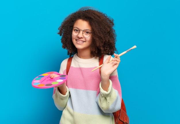 Pretty afro nastolatek dziewczyna artysta