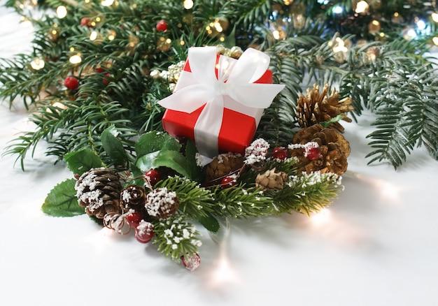 Prezent na boże narodzenie w dekoracje