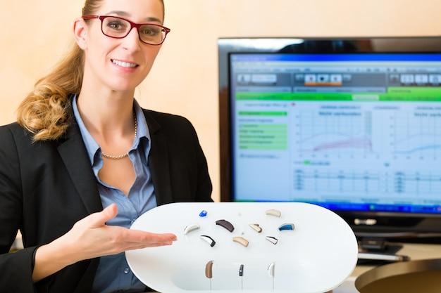 Prezentacja aparatu słuchowego