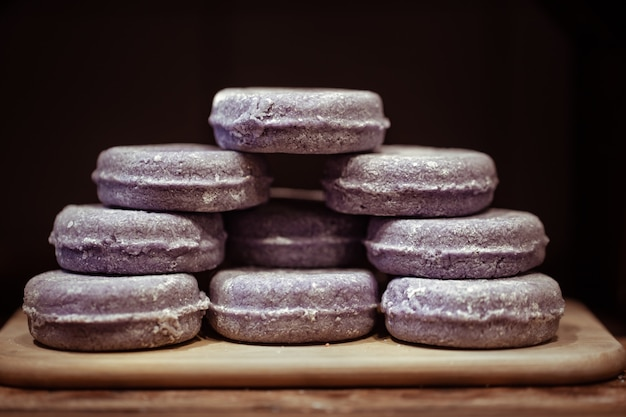 Prezentacja z organicznymi, ręcznie robionymi kosmetykami lawendowymi. koncepcja pielęgnacji ciała i zabiegów spa.