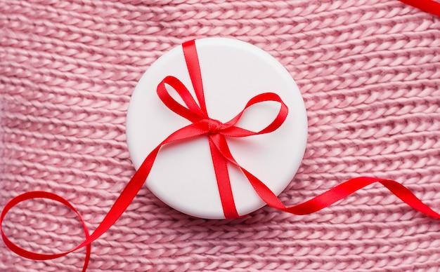 Prezentowy krem świąteczny w białym słoiku