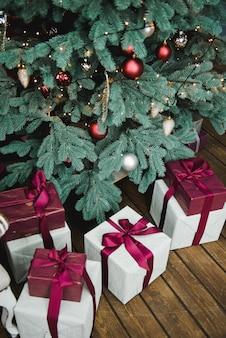 Prezenty i prezenty pod choinką