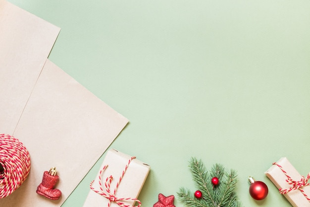 Prezenty świąteczne i akcesoria do ich opakowań