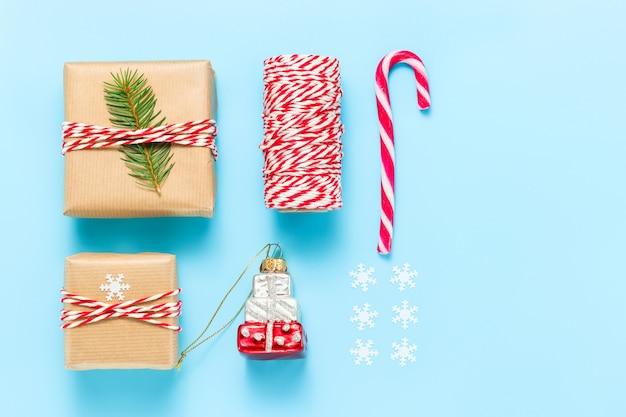 Prezenty sylwestrowe prezenty świąteczne zabawki choinkowe i dekoracje
