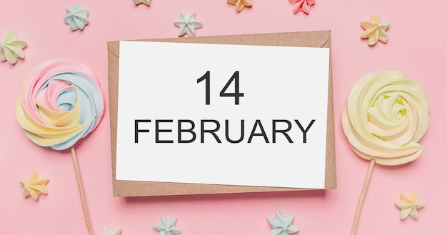 Prezenty z listem uwagę na na białym tle różowym tle z koncepcją słodyczy, miłości i walentynek z tekstem 14 lutego