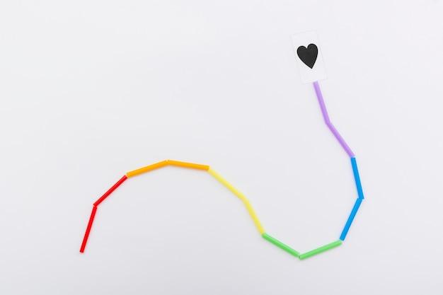 Pride lgbt społeczeństwo dzień kolorowy sznurek i serce