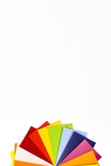 Próbka koloru z bogatymi kolorami. przewodnik po kolorach do wyboru. katalog przykładowych kolorów tęczy.